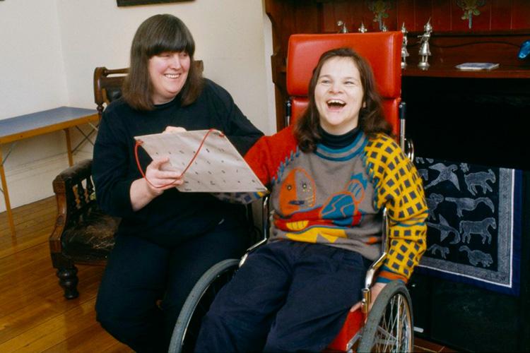 Анна Макдональд со своей спасительницей - Розмари Кроссли