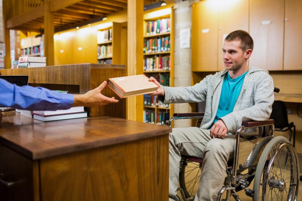 Абитуриенты – инвалиды имеют льготы при зачислении в учебные заведения