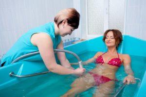 Водные процедуры в условиях медицинского учреждения - один из эффективных методов реабилитации больных сахарным диабетом