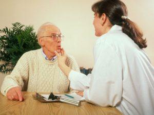 Для восстановления речи после инсульта потребуется помощь логопеда