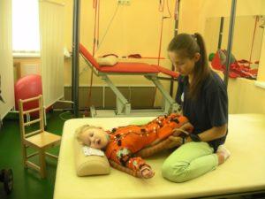 Лучший помощник ребенка в процессе реабилитации - близкий человек, которому он доверяет