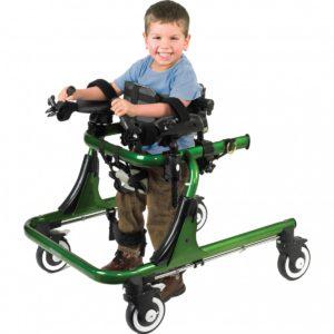 Ходунки для детей с проблемами опорно-двигательно аппарата надежно фиксируют малыша, не давая ему упасть