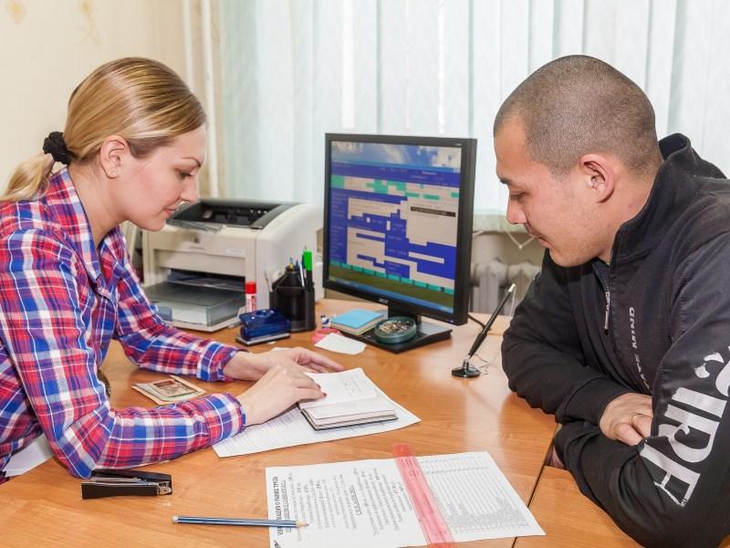 Специалист центра занятости предложит вам не только вакансии, но и возможность переобучения