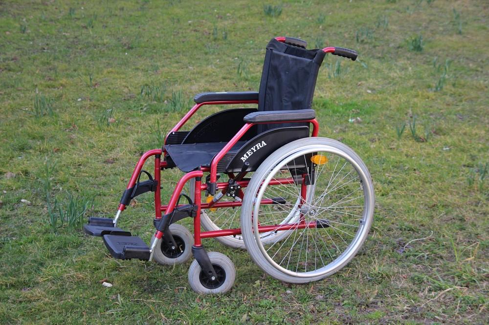 Как инвалиду бесплатно получить коляску