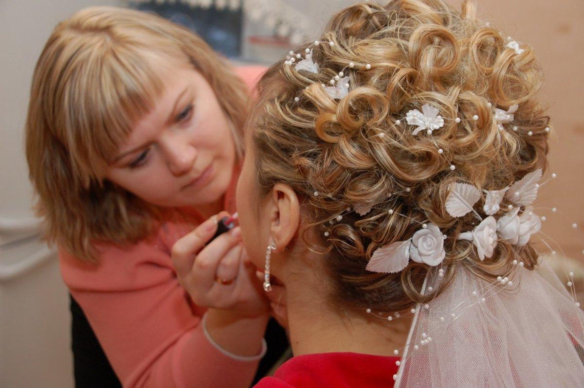 Так что учитесь делать свадебные прически, размещайте объявления с фотографиями работ – и у вас будет стабильный заработок