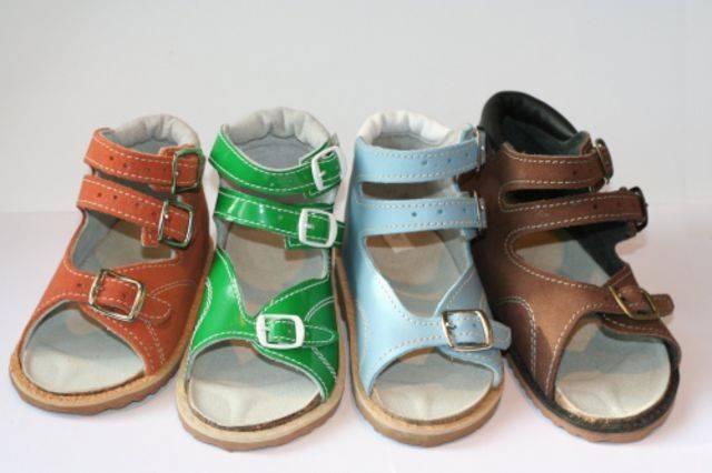 Так выглядит детская летняя ортопедическая обувь