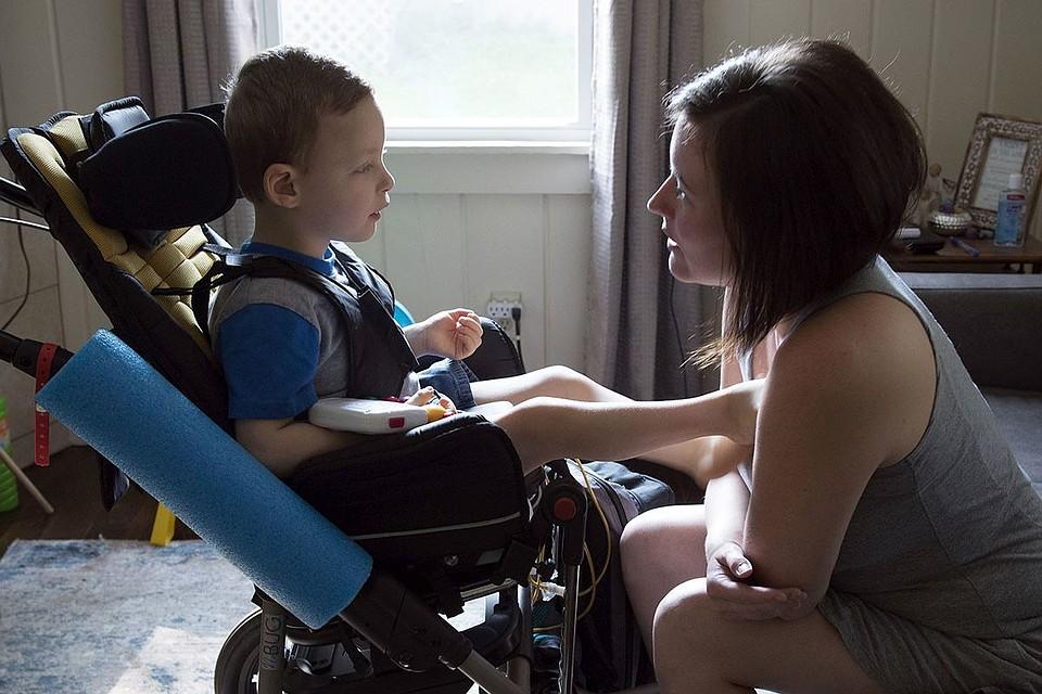 Дети-инвалиды, которые воспитываются в семье, имеют высокие шансы на адаптацию в обществе и реабилитацию