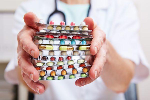 Какие бесплатные лекарства положены инвалидам и что делать, если их не выдают