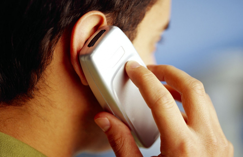 Найдите в сети контактные телефоны фирмы и поинтересуйтесь, действительно ли она набирает работников