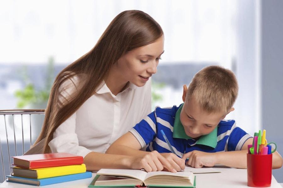 Даже не надо быть профессиональным педагогом – просто нужно иметь терпение и любить детей
