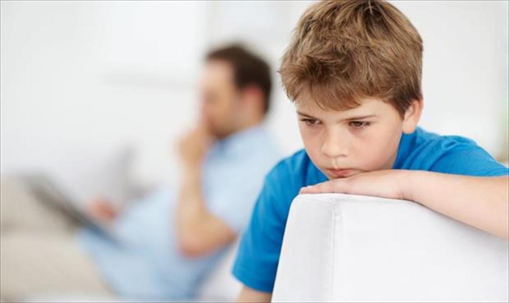 Есть предположение, что у аутистов нарушен уровень серотонина в мозге, и это вызвано нарушениями еще в стадии внутриутробного развития