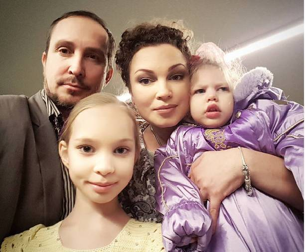 Их любовь и мужество могут быть примером: звезды с особенными детьми