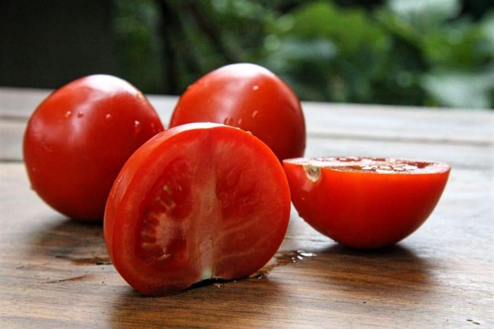 Кроме томата, ликопином богаты арбузы и красные грейпфруты.