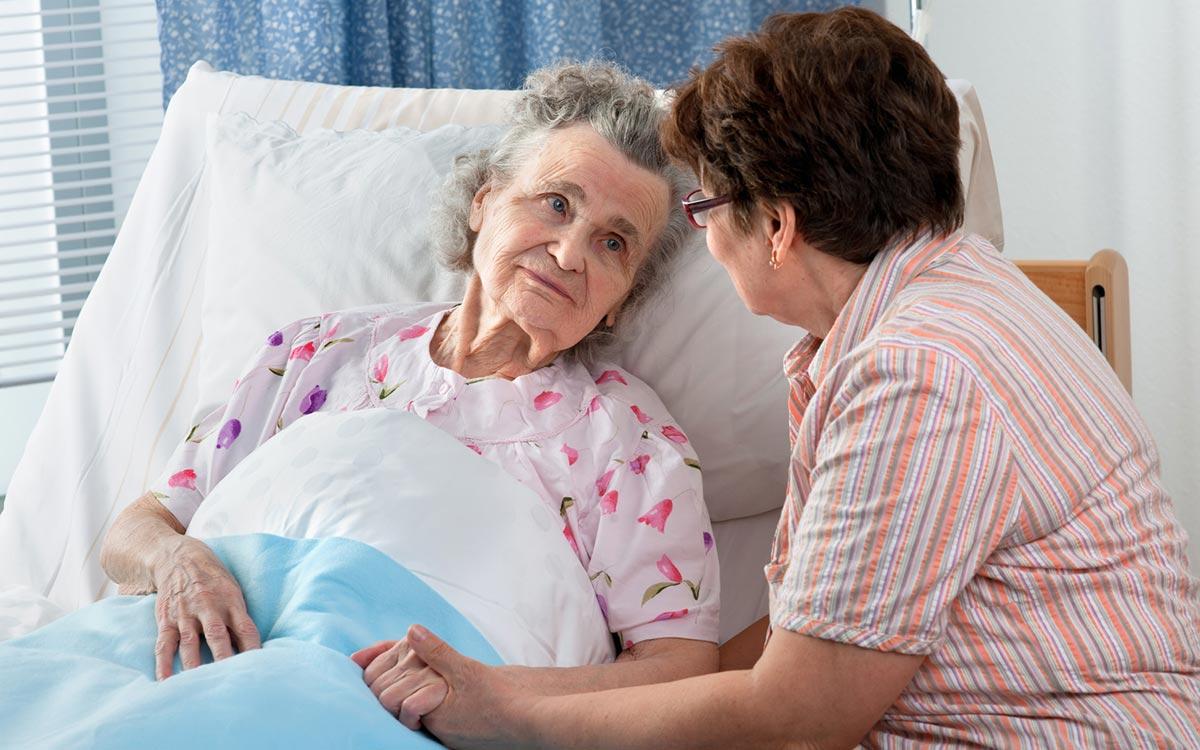Уход за лежачим больным выливается семьям в очень крупные расходы