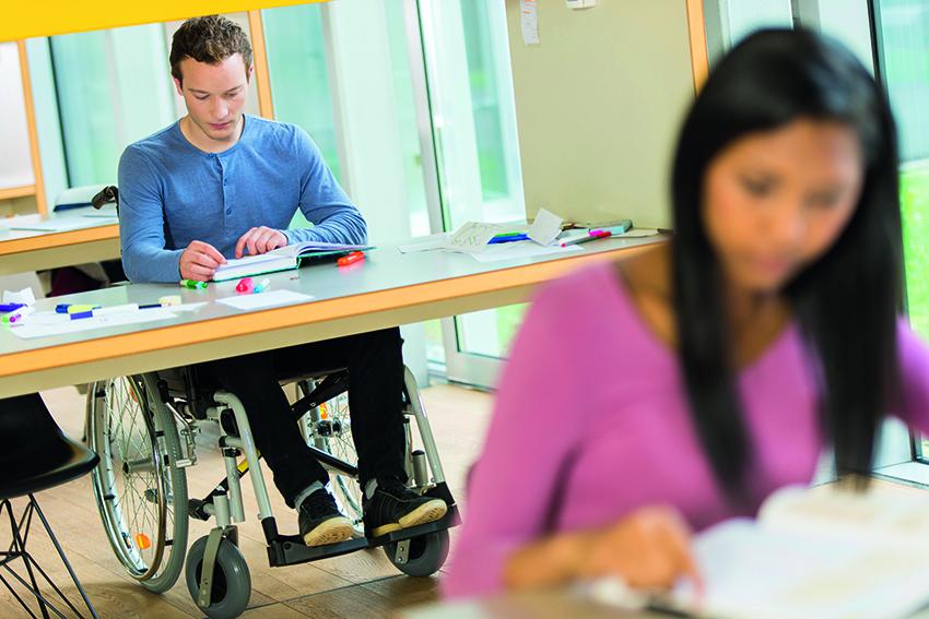 Поступление в ВУЗ с инвалидностью: горячая линия и льготы