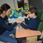 Как научить ребёнка общаться: опыт семейного центра «Наши дети»