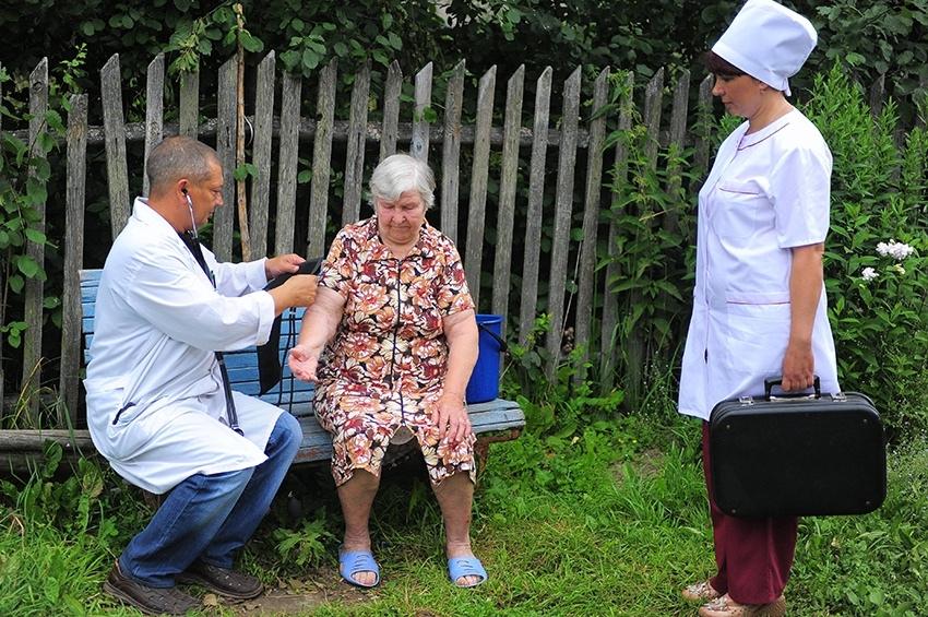 К жителям села придут медики из частных клиник